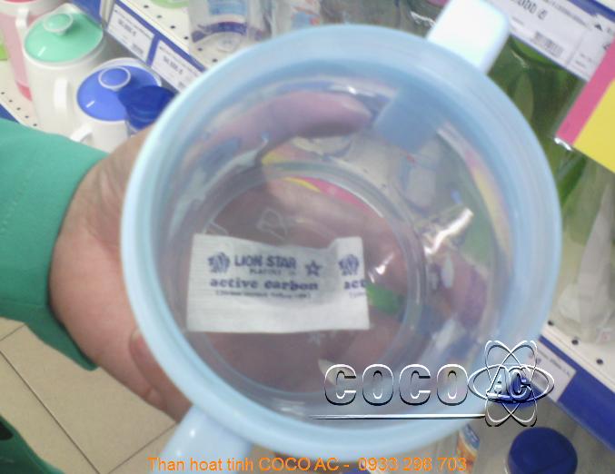 Túi than hoạt tính trong sản phẩm bình nước uống cho bé