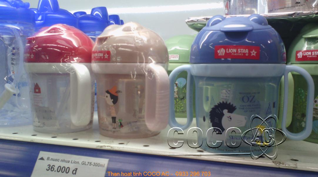 Dòng sản phẩm bình nước uống cho bé của Lion Star sử dụng túi than hoạt tính để khử mùi, khử độc